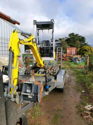 1.7T Excavator (Weekend wet hire)