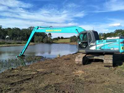 Hire 20 Ton Long Reach Excavator 18m Ideal for dam and waterway cleaning and desilting