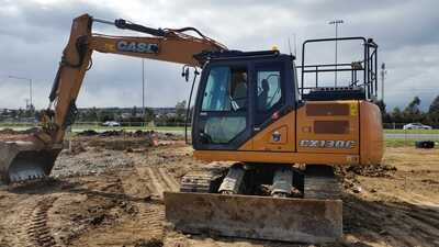 13 ton excavator available for wet hire