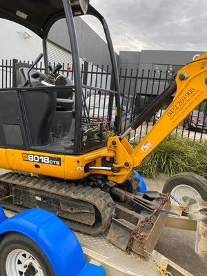 Hire 1.8 tonne excavator comes with trailer