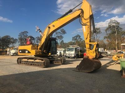 Hire 30t CAT Excavator