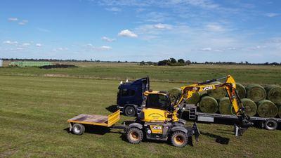 Hire  10 ton Wheeled Excavator