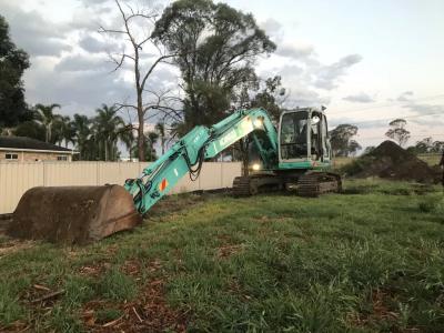 Hire 13.5 Tonne Excavator